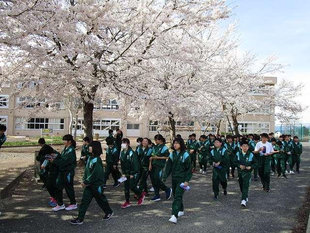 米沢市立第五中学校学校より年間計画今月の行事予定栄光の記録PTAより1学年生徒活動の記録2学年生徒活動の記録3学年生徒活動の記録メニュー